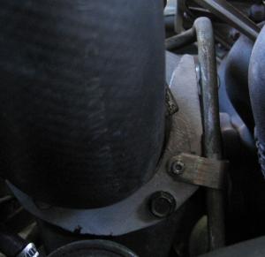 Bild 8: Gekürzter Halter wegen der Ölleitung